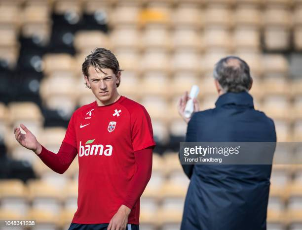 Sander Berge and Head Coach Lars Lagerback of Norway look on during training before the UEFA Nations League C group three match between Norway and...