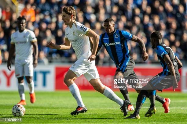 Sander Berge of Genk and Wesley Moraes of Club Brugge fight for the ball during the Jupiler Pro League playoff 1 match between Club Brugge and Krc...