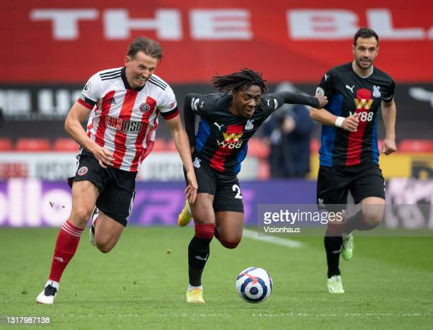 Sander Berge of Sheffield United in action with Eberechi Eze and Luka Milivojevic of Crystal Palace during the Premier League match between Sheffield...