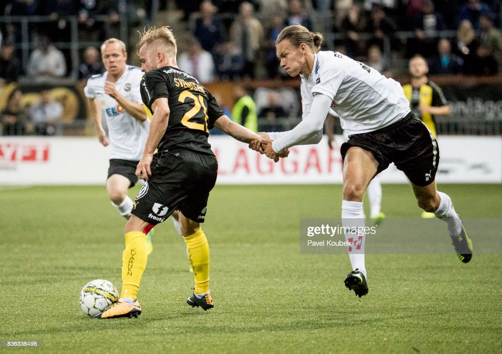 Sander Svendsen of Hammarby IF & Arvid Brorsson of Orebro SK during the Allsvenskan match between Orebro SK and Hammarby IF at Behrn Arena on August 21, 2017 in Orebro, Sweden.