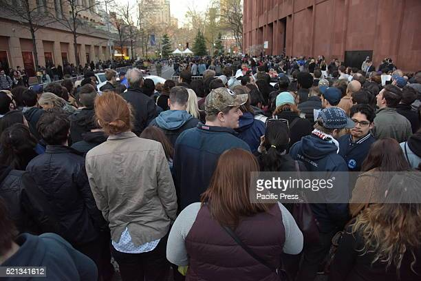 Sanders fans fill University Place awaiting entry into Washington Square Park Thousands of Bernie Sanders supporters descended onto Washington Square...