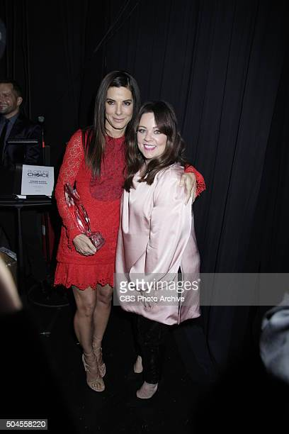 Sandra Bullock and Melissa McCarthy backstage at the PEOPLE'S CHOICE AWARDS 2016 from the Microsoft Theater on Wednesday Jan 6 2016 on the CBS...