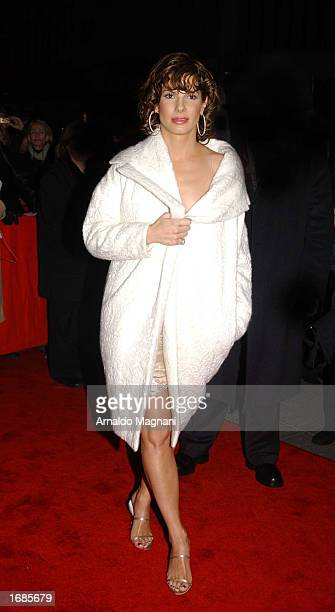 Sandra Bullock arrives at the benefit premiere of 'Two Weeks Notice' for National Resource Defense Council at the Zeigfeld Theater December 12 2002...