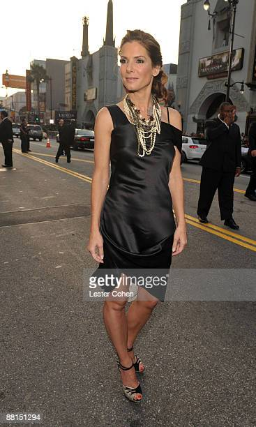 """Sandra Bullock arrives on red carpet of the Los Angeles premiere of """"The Proposal"""" at the El Capitan Theatre on June 1, 2009 in Hollywood, California."""