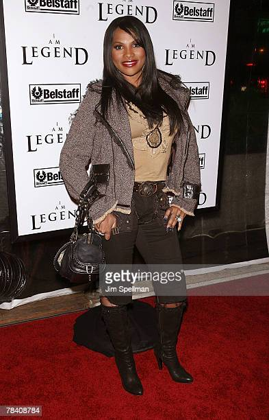 Sandra Denton arrives at the I Am Legend New York Premiere at Theater at Madison Square Garden on December 11 2007 in New York City