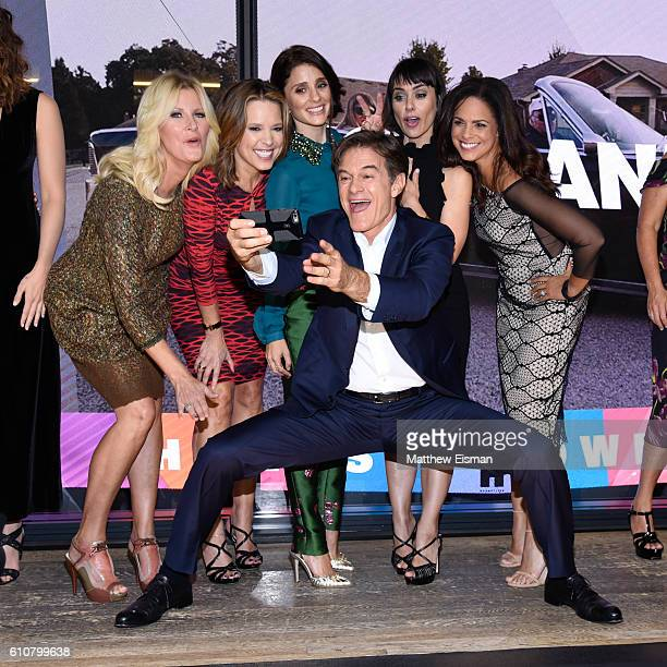 Sandra Lee Hannah Storm Shiri Appleby Mehmet Oz Constance Zimmer and Soledad O'Brien pose together for a selfie at the Hearst launch of HearstLive a...