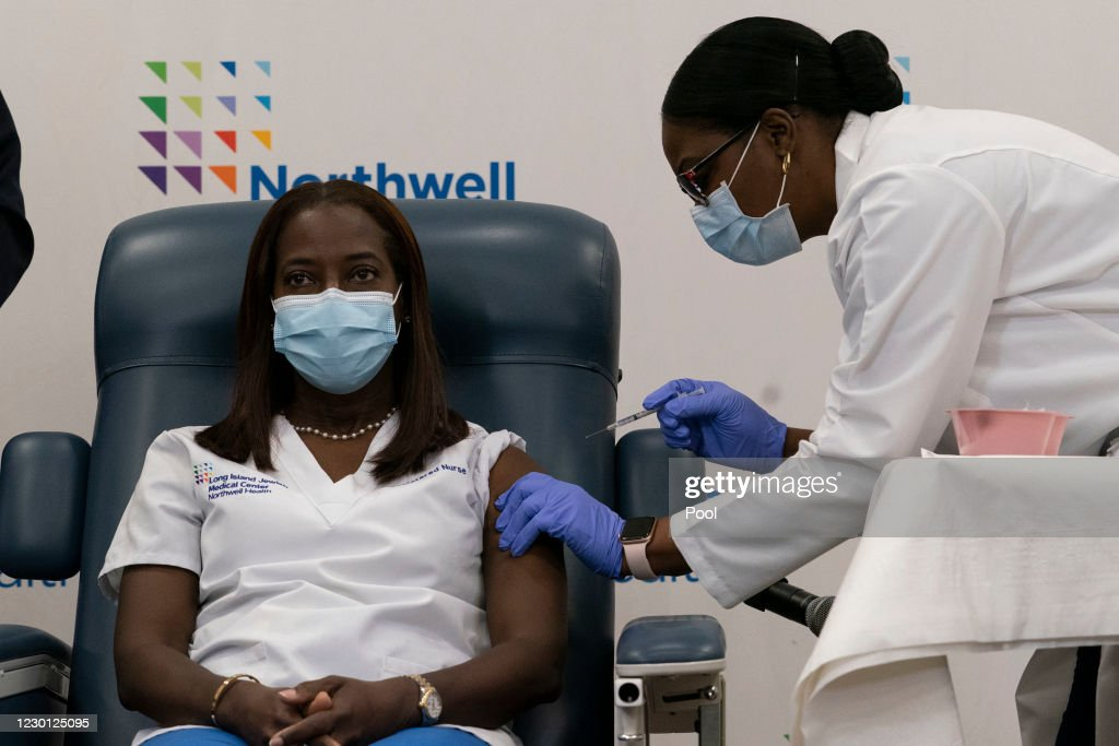 New York's Northwell Health Hospital Administers Covid Vaccines : News Photo