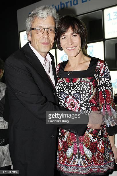 Sandra Maahn Und Dr Christoph Goetz Bei Der Brigitte Modenschau Im Cruise Center In Hamburg