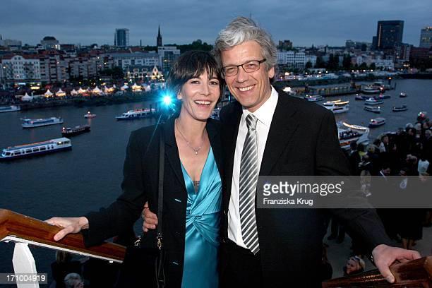 Sandra Maahn Und Dr Christoph Goetz Bei Der Taufe Der Mein Schiff Im Hamburger Hafen In Hamburg