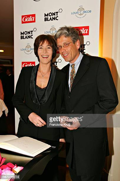 Sandra Maahn Und Freund Dr Christoph Goetz Bei Der Verleihung Des Couple Of The Year 2005 Im Hotel Louis C Jacobs Von Der Zeitschrift Gala Und Dem...