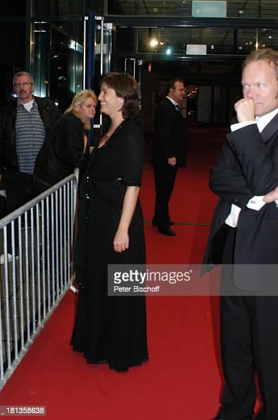Sandra Maischberger Ehemann Jan Kerhart Fans ARDGala Deutscher Fernsehpreis 2006 Köln Deutschland ProdNr 1506/2006 Coloneum Abendkleid roter Teppich...