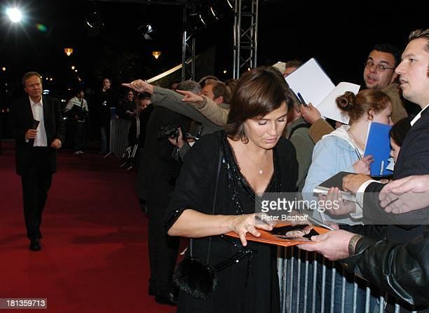 Sandra Maischberger Ehemann Jan Kerhart Fans ARDGala Deutscher Fernsehpreis 2006 Köln Deutschland ProdNr 1506/2006 Coloneum AutogrammKarte signieren...