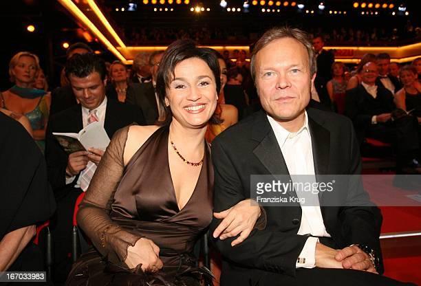 Sandra Maischberger Und Ehemann Jan Kerhart Bei Der Verleihung Der Goldenen Kamera In Berlin Am 020206