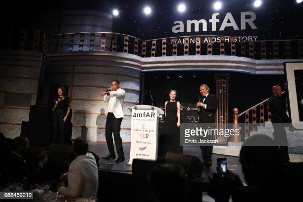 Sandra Nedvetskaia, Will Smith, Jessica Chastain and Simon De Pury on stage the amfAR Gala Cannes 2017 at Hotel du Cap-Eden-Roc on May 25, 2017 in...