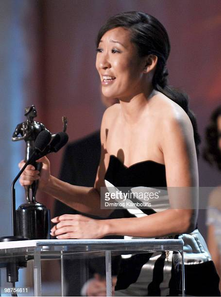 Sandra Oh winner of Outstanding Performance by a Female Actor in a Drama Series for 'Grey's Anatomy' 10612_dk0284jpg