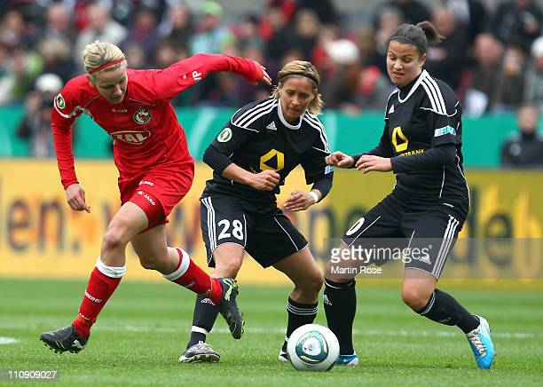 Sandra Smisek and Dzsenifer Marozsan of Frankfurt and Bianca Schmidt of Potsdam battle for the ball during the DFB Women's Cup final match between 1...