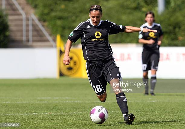 Sandra Smisek of Frankfurt runs with the ball during the Women's bundesliga match between FCR Duisburg and FFC Frankfurt at the PCCStadium on...