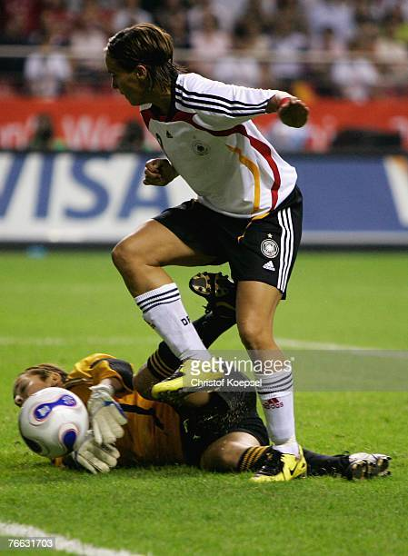 Sandra Smisek of Germany failes against goalkeeper Vanina Correa of Argentina during the FIFA Women's World Cup 2007 Group A match between Germany...