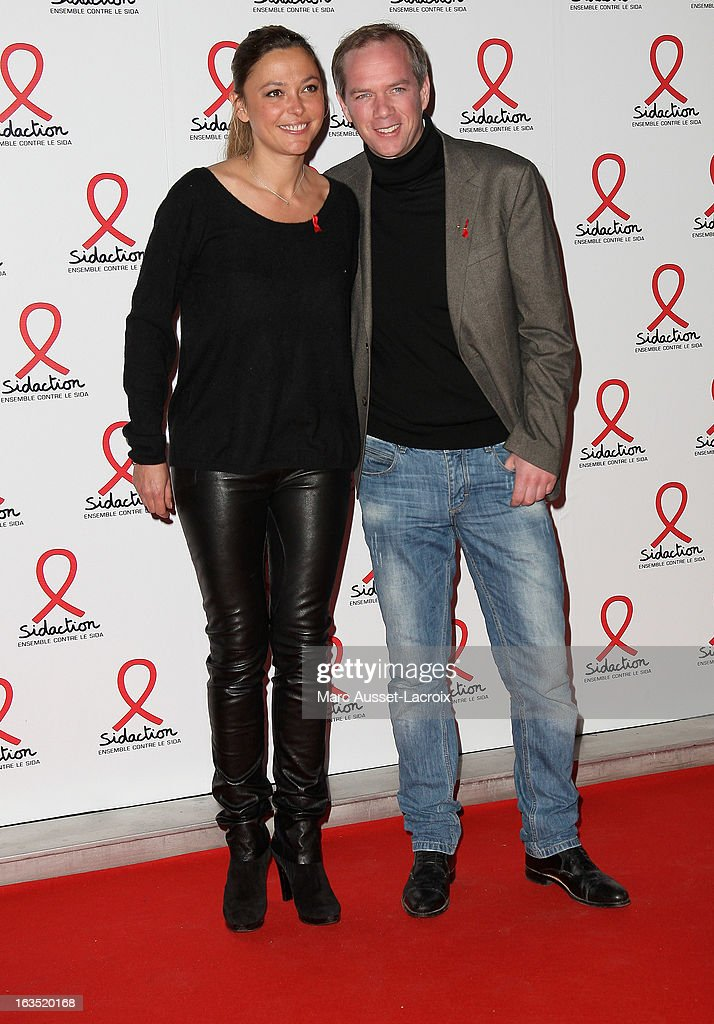 Sandrine Quetier and Julien Arnaud pose during the Sidaction 2013 - Photocall at Musee du Quai Branly on March 11, 2013 in Paris, France.