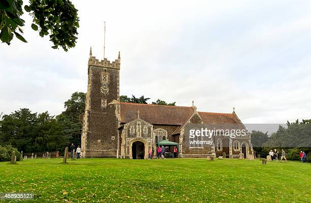 sandringham parish church with tourists - st. mary magdalene church norfolk stock pictures, royalty-free photos & images