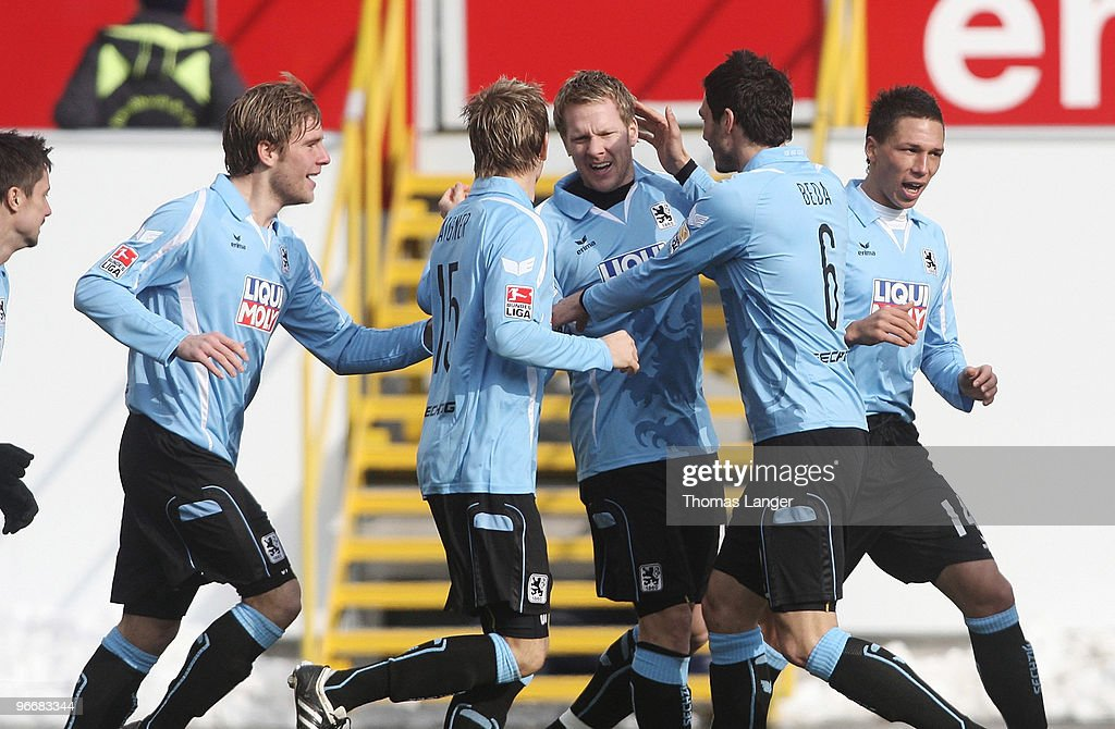 SpVgg Greuther Fuerth v TSV 1860 Muenchen - 2. Bundesliga