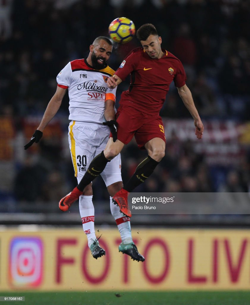 Sandro (L) of Benevento Calcio competes for the ball with Stefan El Shaarawy of AS Roma during the serie A match between AS Roma and Benevento Calcio at Stadio Olimpico on February 11, 2018 in Rome, Italy.