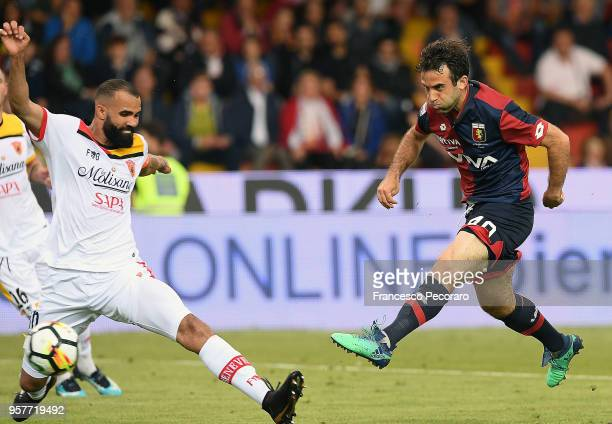 Sandro of Benevento Calcio vies with Giuseppe Rossi of Genoa CFC during the serie A match between Benevento Calcio and Genoa CFC at Stadio Ciro...