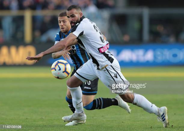 Sandro of Udinese Calcio is challenged by Alejandro Gomez of Atalanta BC during the Serie A match between Atalanta BC and Udinese at Stadio Atleti...