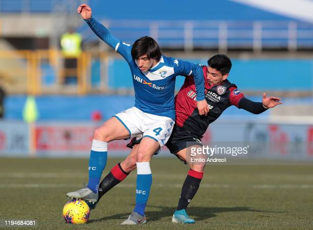 Sandro Tonali of Brescia Calcio competes for the ball with Giovanni Simeone of Cagliari Calcio during the Serie A match between Brescia Calcio and...