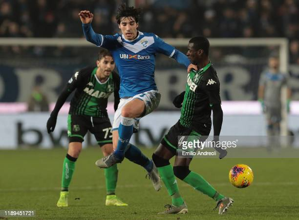 Sandro Tonali of Brescia Calcio is challenged by Pedro Obiang of US Sassuolo during the Serie A match between Brescia Calcio and US Sassuolo at...