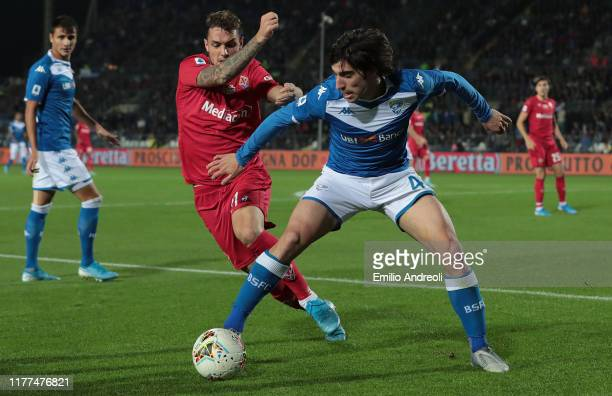Sandro Tonali of Brescia Calcio is challenged by Pol Lirola of ACF Fiorentina during the Serie A match between Brescia Calcio and ACF Fiorentina at...