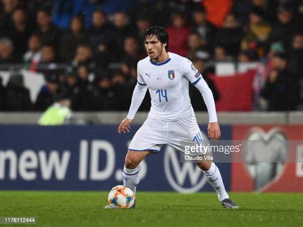 Sandro Tonali of Italy in action during the UEFA Euro 2020 qualifier between Liechtenstein and Italy on October 15, 2019 in Vaduz, Liechtenstein.