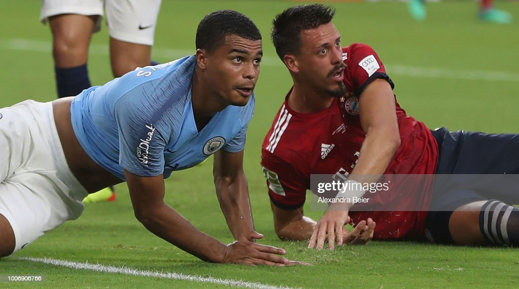 https://media.gettyimages.com/photos/sandro-wagner-of-fc-bayern-muenchen-and-cameron-humphreysgrant-of-picture-id1006906766