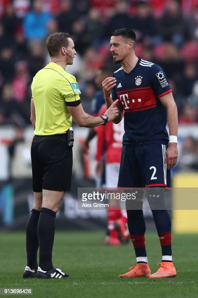 Sandro Wagner of Muenchen argues with referee Soeren Storks during the Bundesliga match between 1 FSV Mainz 05 and FC Bayern Muenchen at Opel Arena...