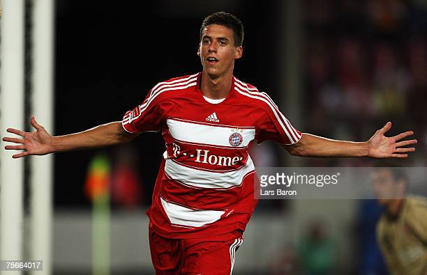 Sandro Wagner of Munich celebrates scoring the second goal during the Premiere Liga Cup Semifinal match between VfB Stuttgart and FC Bayern Munich at...