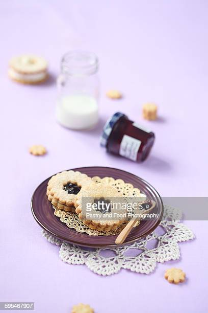 Sandwich cookies with blueberry jam