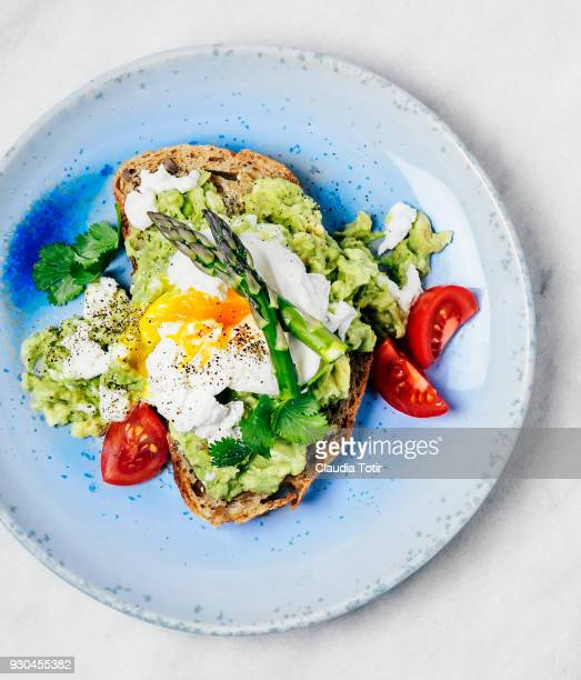 sandwich with avocado and poached eggs - toasted bread stock pictures, royalty-free photos & images