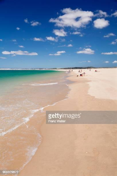 sandy beach beach praia de tres irmaos, alvor, algarve, portugal - três pessoas stock pictures, royalty-free photos & images