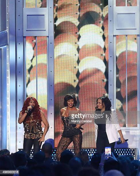 Sandy Denton Mel B and Cheryl James appear during the VH1 Big Music in 2015 You Oughta Know Concert at The Armory Foundation on November 12 2015 in...