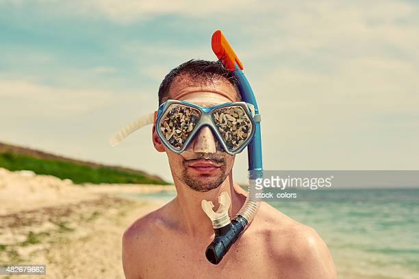sandy swimming goggles - scuba mask stock pictures, royalty-free photos & images