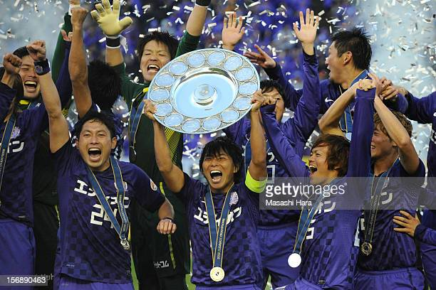 Sanfrecce Hiroshima players celebrate after the J.League match between Sanfrecce Hiroshima and Cerezo Osaka at Hiroshima Big Arch on November 24,...