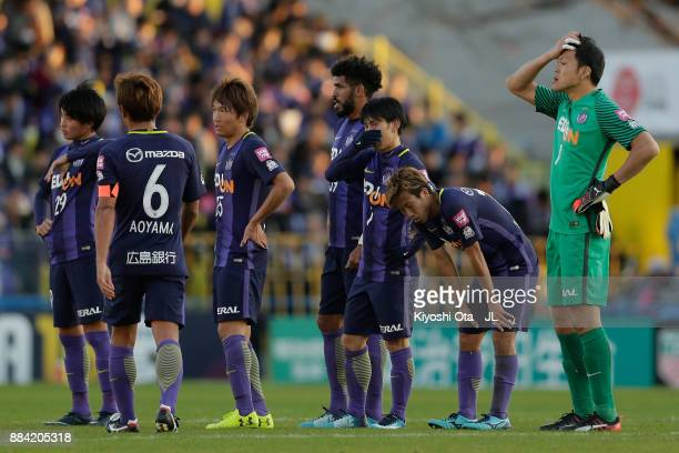 Sanfrecce Hiroshima players show dejection after their 01 defeat in the JLeague J1 match between Kashiwa Reysol and Sanfrecce Hiroshima at Hitachi...