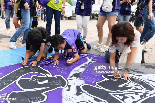 Sanfrecce Hiroshima supporters write messages for Tsukasa Shiotani who joined the Al Ain of the United Arab Emirates prior to the JLeague J1 match...