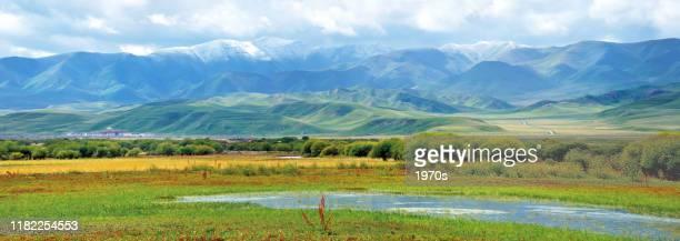 中国、甘粛省ガナンのチベット自治区、シアヘ郡のサンケ草原 - 甘粛省 ストックフォトと画像
