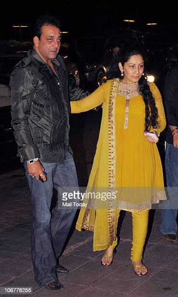 Sanjay and Manyata Dutt at Baba Dewan�s Birthday party in Mumbai on November 11 2010