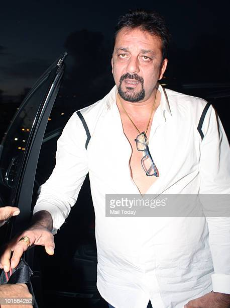 Sanjay Dutt at the Mumbai airport leaving for the IIFA awards at Colombo on June 2 2010