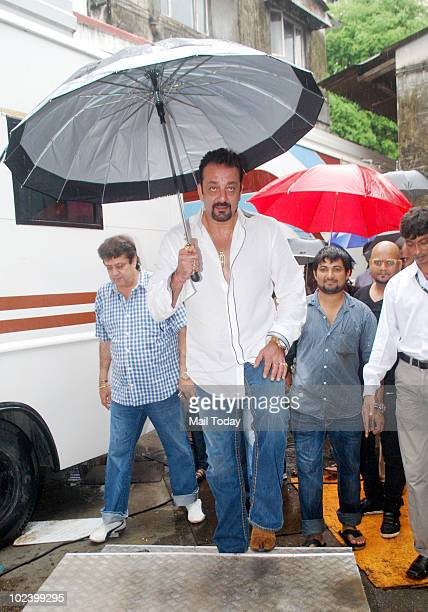 Sanjay Dutt on the sets of Indian Idol 4 in Mumbai on June 24 2010