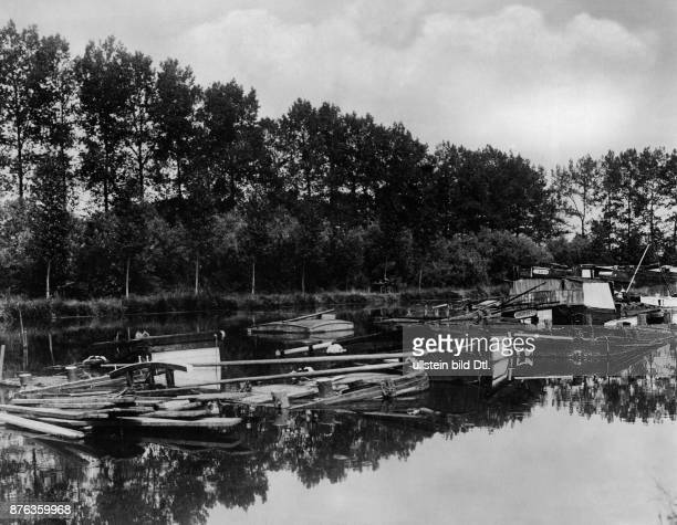 Sank boats in the harbour of Pontl´Everque at the river Oise in the North of France