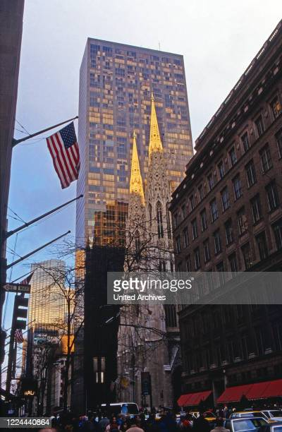 Sankt Patrick's Cathedral on Fifth Avenue, New York, USA 1986.