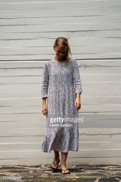 sanna in bosque de chapultepec - long dress stock-fotos und bilder